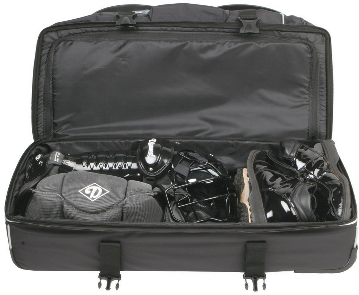 Bottom compartment for all your gear